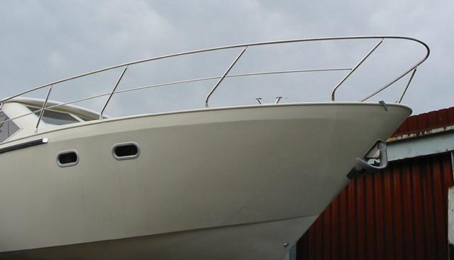 Forward stainless steel handrail of boat